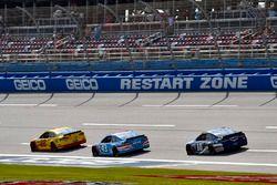 Joey Logano, Team Penske Ford, Aric Almirola, Richard Petty Motorsports Ford y Danica Patrick, Stewa