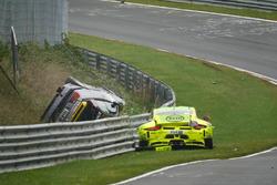 Ongeval Kevin Estre, Matteo Cairoli, Manthey Racing, Porsche 911 GT3-R, Reiner Thomas, Manfred Schmi