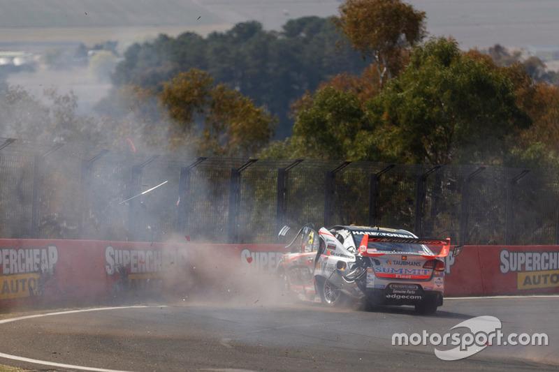 Авария: Тим Слейд, Brad Jones Racing Holden