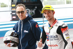Ganador de la pole John McPhee, British Talent Team, Jeremy McWilliams, British Talent Team director