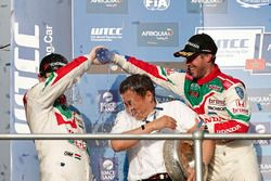 Podium: Tiago Monteiro, Honda Racing Team JAS, Honda Civic WTCC and Norbert Michelisz, Honda Racing Team JAS, Honda Civic WTCC