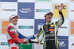 1. Lando Norris, Carlin, Dallara F317 - Volkswagen; 2. Jake Dennis, Carlin, Dallara F317 - Volkswage