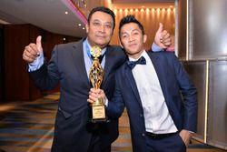 Direktur Two Wheels Motor Racing, Ron Hogg dan Wahyu Aji Trilaksana
