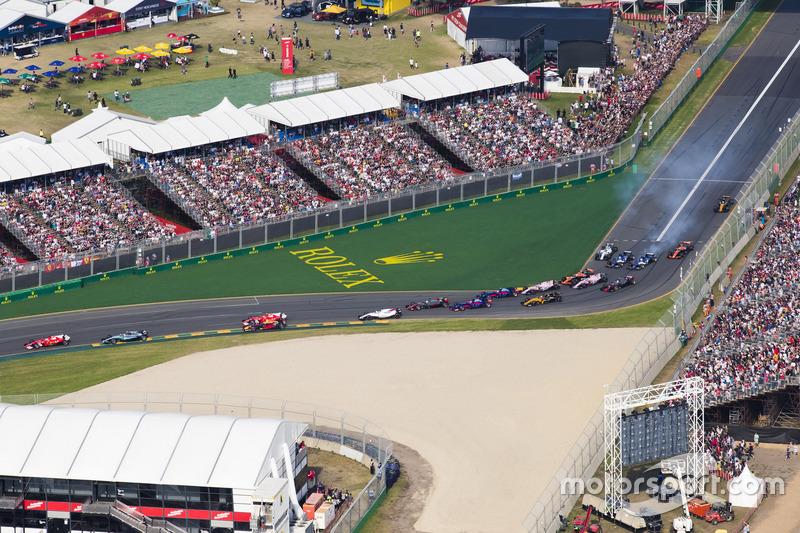 Sebastian Vettel, Ferrari SF70H, leads Valtteri Bottas, Mercedes AMG F1 W08, Kimi Raikkonen, Ferrari SF70H, Felipe Massa, Williams FW40, and the remainder of the field