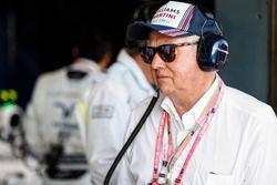 Een gast van Williams F1 in de pitbox