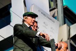 Sir Jackie Stewart sur le podium