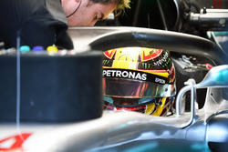 Lewis Hamilton, Mercedes-Benz F1 W08  with halo
