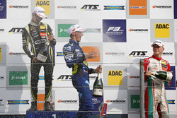 Podium: ganador, Lando Norris, Carlin Dallara F317 - Volkswagen, segundo, Ferdinand Habsburg, Carlin
