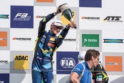 Podium: segundo, Ferdinand Habsburg, Carlin, Dallara F317 - Volkswagen