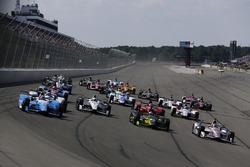 Start: Takuma Sato, Andretti Autosport Honda, Simon Pagenaud, Team Penske Chevrolet, Charlie Kimball, Chip Ganassi Racing Honda, Will Power, Team Penske Chevrolet