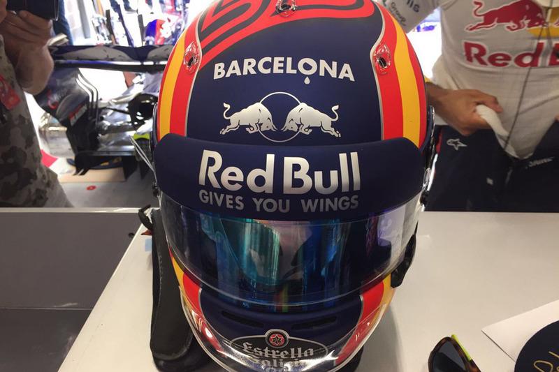 Detalle del casco de Carlos Sainz en Bélgica