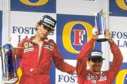 Podium: racewinnaar Gerhard Berger, Ferrari, derde plaats Michele Alboreto, Ferrari