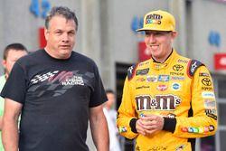 Kyle Busch, Joe Gibbs Racing Toyota, mit Todd Berrier, Richard Childress Racing