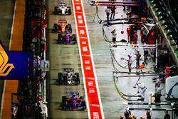 Карлос Сайнс-мл., Scuderia Toro Rosso STR12, Кевин Магнуссен, Haas F1 Team VF-17, Даниил Квят, Scude