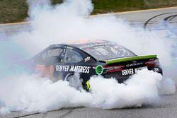 Ganador de la carrera Martin Truex Jr., Furniture Row Racing Toyota