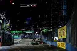 Lewis Hamilton, Mercedes AMG F1 W08, Daniel Ricciardo, Red Bull Racing RB13, as they prepare to resume racing