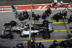 Lewis Hamilton, Mercedes AMG F1 W08  pit stop