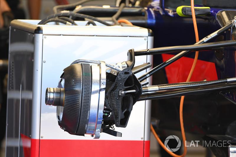 Передние тормоза Toro Rosso STR12