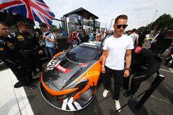 #59 Garage 59 McLaren 650S GT3, Stoffel Vandoorne, McLaren