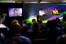 Льюис Хэмилтон, Mercedes AMG F1, Фернандо Алонсо, McLaren, и Джолион Палмер, Renault Sport F1 Team