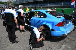 Nicky Catsburg, Polestar Cyan Racing, sulla griglia di partenza