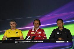 Nick Chester, Renault Sport F1 Team Technical Director, Luigi Fraboni, Ferrari Head of Engine Tracks