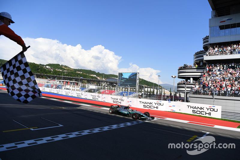 Race winner Valtteri Bottas, Mercedes AMG F1 W08