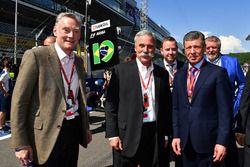 Sean Bratches, Formel-1-Marketingchef; Chase Carey, Formel-1-Boss; Dmitry Kozak, Stellvertretender M