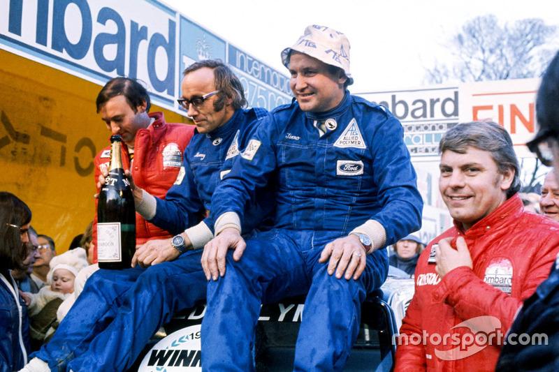 Podio: ganadores Timo Makinen, Henry Liddon, segundos lugares Roger Clark, Tony Mason