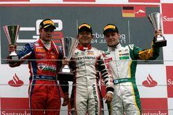 Podium: Pemenang balapan, Rio Haryanto; runner-up, Lewis Williamson; peringkat ketiga, Valtteri Bott