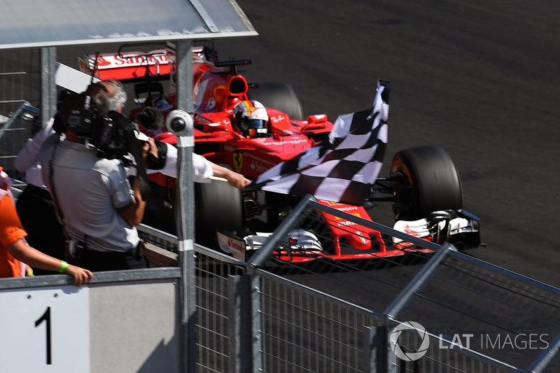 Damalı bayrak: Yarış galibi Sebastian Vettel, Ferrari SF70-H