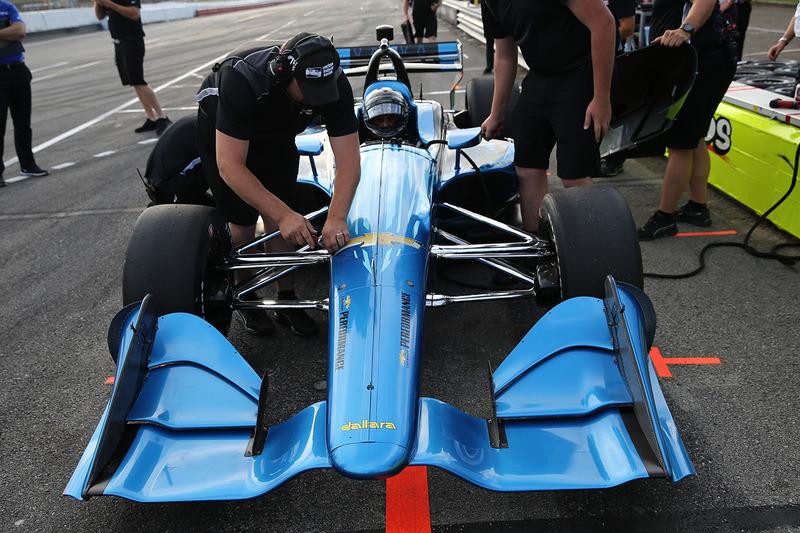 Хуан-Пабло Монтойя випробовує машину IndyCar 2018 року з двигуном Chevrolet