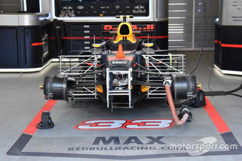 Red Bull Racing RB13 con i rastrelli per i test aerodinamici