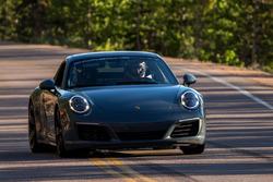 Porsche en la montaña
