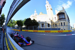 Daniil Kvyat, Scuderia Toro Rosso STR12 locks up