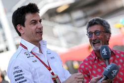 Toto Wolff, Mercedes AMG F1 Director de Motorsport, Eddie Jordan, Channel 4 F1 TV