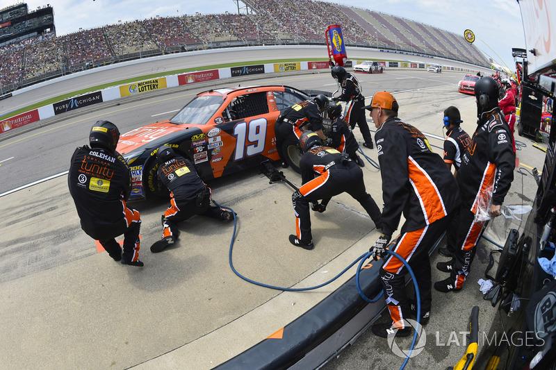 Мэтт Тиффт, Joe Gibbs Racing Toyota на пит-стопе