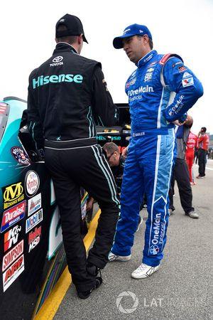 Denny Hamlin, Joe Gibbs Racing Toyota ve Elliott Sadler, JR Motorsports Chevrolet