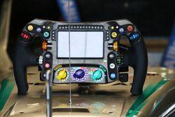 Mercedes AMG F1 W07 Hybrid, il volante