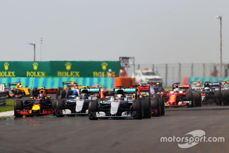 Start: Lewis Hamilton, Mercedes AMG F1 W07 Hybrid, führt