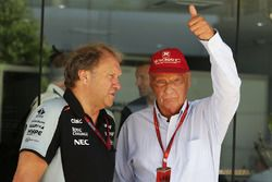 Боб Фернли, замруководителя Sahara Force India F1 Team и Ники Лауда, неисполнительный председатель M