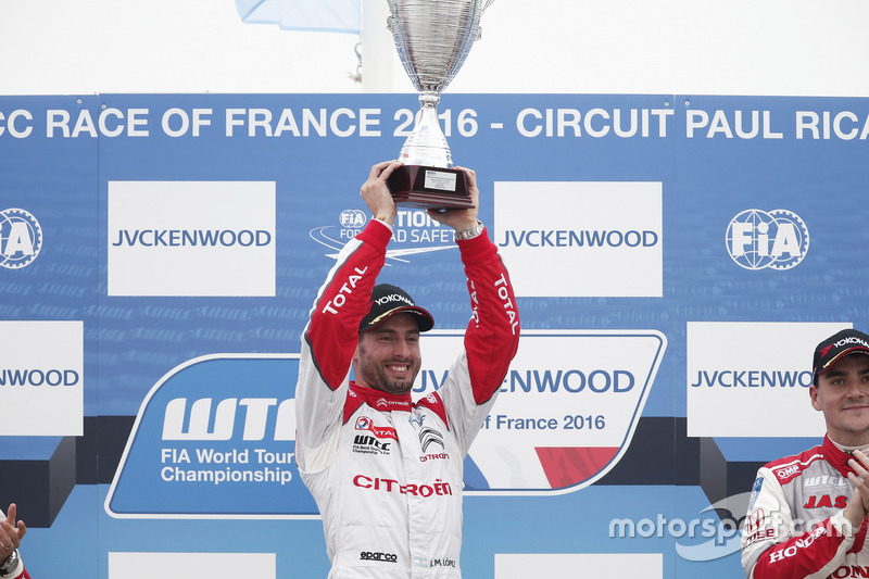 Race winner José María López, Citroën World Touring Car Team, Citroën C-Elysée WTCC