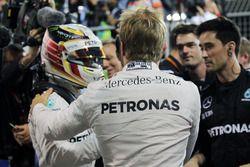 Ganador de la carrera Nico Rosberg, Mercedes AMG F1 celebra en parc ferme con el tercer puesto Lewis