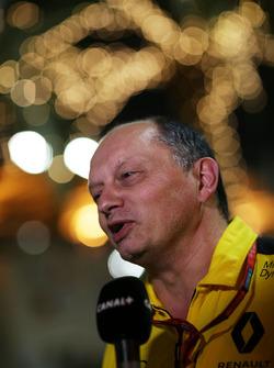 Frédéric Vasseur, directeur de la compétition Renault Sport F1 Team avec les médias