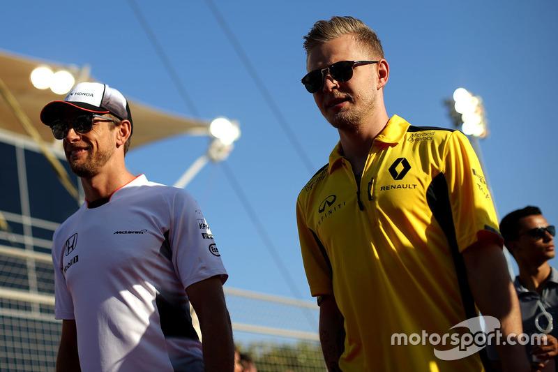 Kevin Magnussen, Renault Sport F1 Team und Jenson Button, McLaren