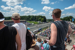 Zuschaueratmosphäre; Adrian Tambey, Audi Sport Team Rosberg, Audi RS 5 DTM, Christian Vietoris, Merc