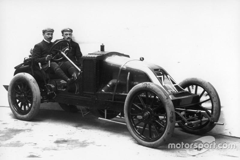É o GP mais antigo da história. A primeira corrida com este nome (Grande Prêmio) foi realizada em 1906 e se referia à alta premiação para época, cerca de 45 mil francos, equivalente a 13 quilos de ouro ou 191 mil euros. O húngaro Ferenc Szisz foi o primeiro vencedor