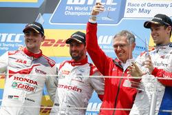 Podio carrera 1: segundo lugar Norbert Michelisz, Honda Racing Team JAS, Honda Civic WTCC; ganador d