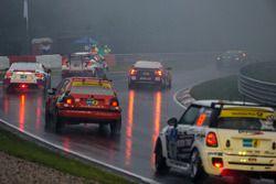 Probleme für #142 Pixum Team Adrenalin Motorsport, BMW E90: Ioannis Smyrlis, Klaus-Dieter Frommer, Uwe Mallwitz, Michael Klotz