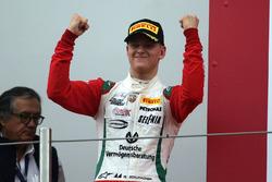 Podio carrera 2: ganador Mick Schumacher, Prema Power Team